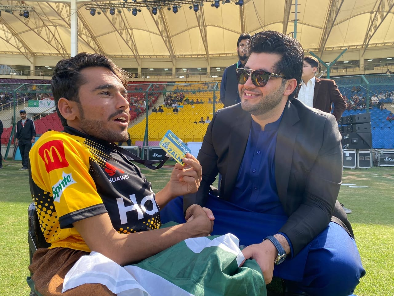 Javed Afridi Invites Special Fan Of Peshawar Zalmi At National Stadium Karachi