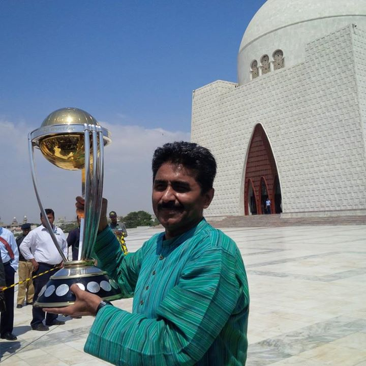 Javed Miandad Poses With The World Cup Trophy in Karachi