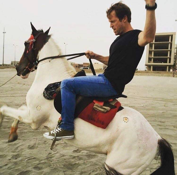 Jonty Rhodes Trying To Tame A Horse