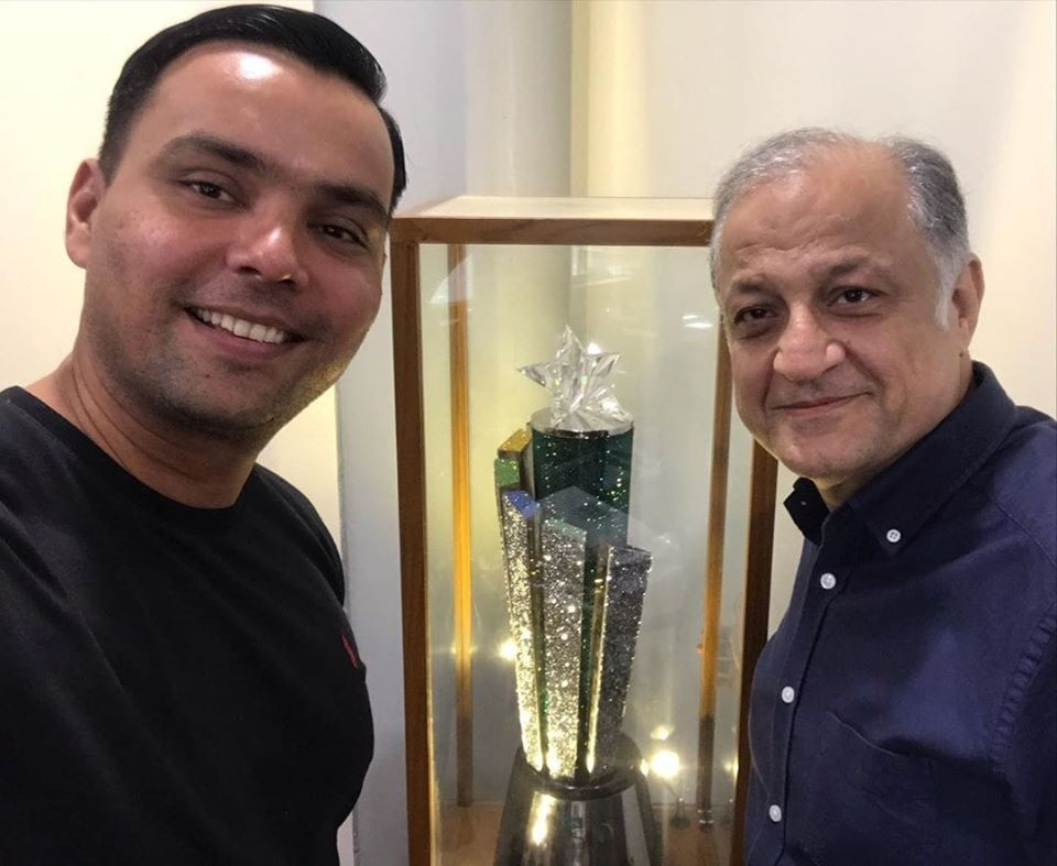 Khurram Manzoor Has Moment With PSL 2019 Trophy And Team Owner Nadeem Omar