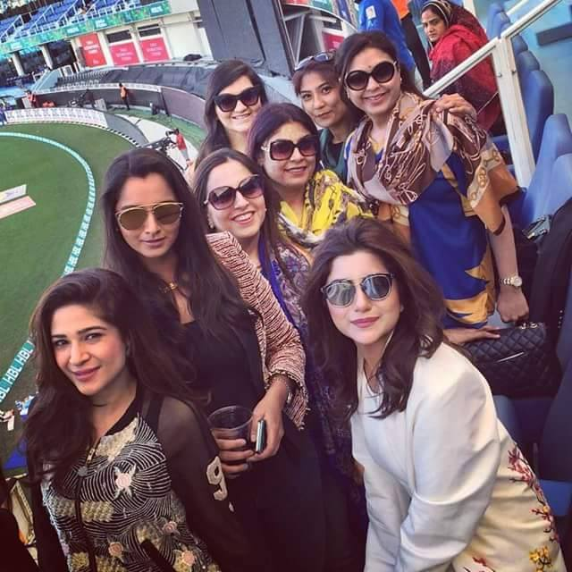 Ladies Party While Supporting Karachi Kings In PSL On Sunday