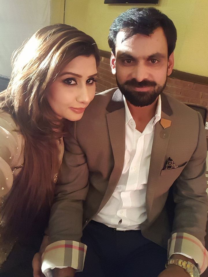 Latest Photo Of Muhammad Hafeez With His Wife