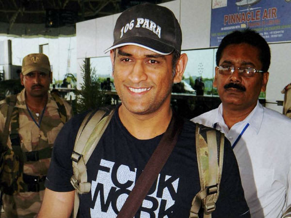 MS Dhoni Did Parachute Jump From 1250 Feet