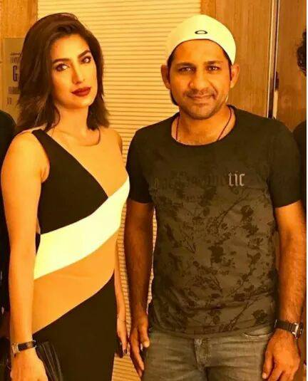 Mehwish Hayat With The Captain Sarfraz Ahmed In Dubai
