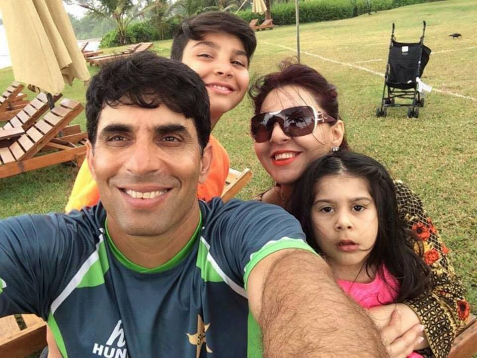 Misbah Ul Haq Selfie With Family