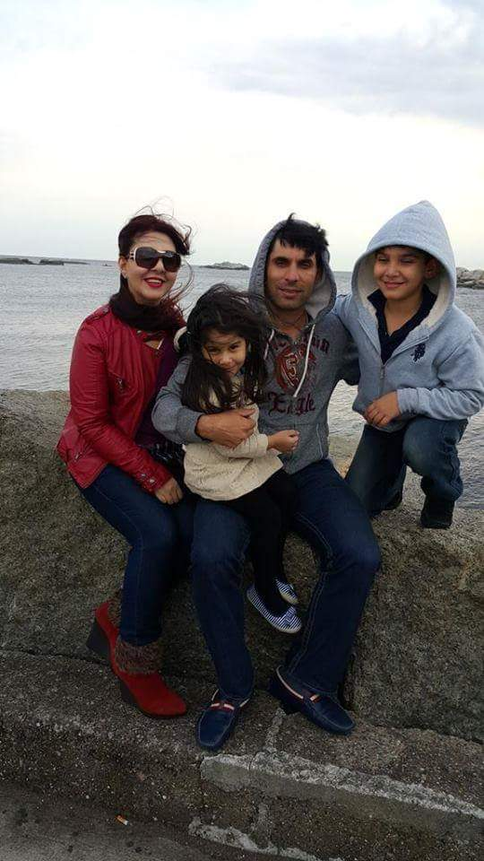 Misbah With Family Enjoying Weather At Sea Side