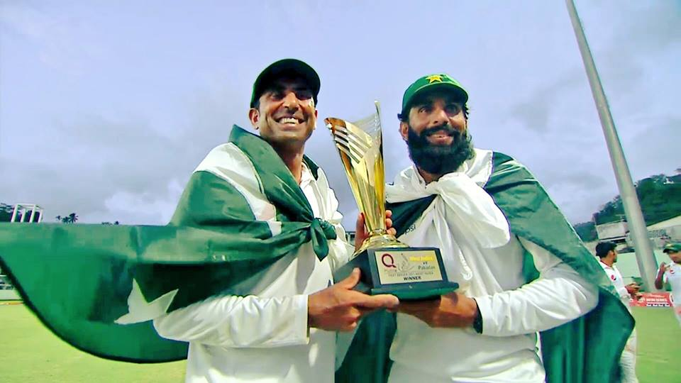 Misbah-Younis With The Trophy