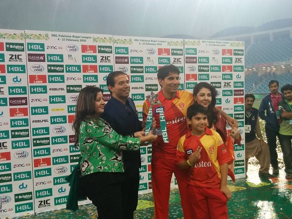 Misbah-ul-Haq's family with winning trophy of PSL