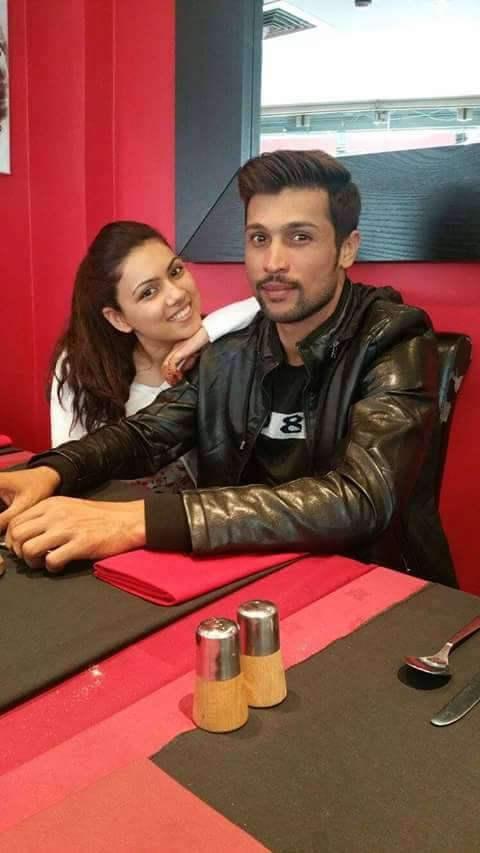 Mohammad Aamir With His Wife