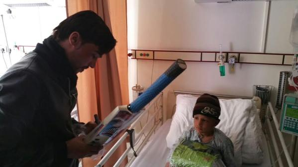 Mohammad Amir Autograph On Bat For Cancer Surviving Child