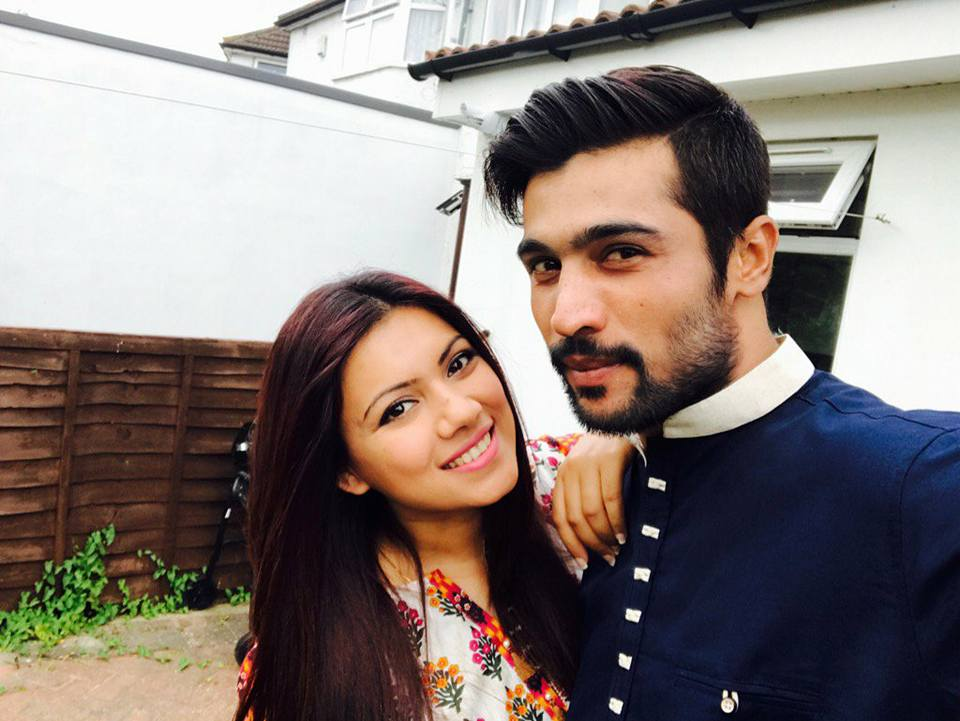 Mohammad Amir With His Wife On Eid