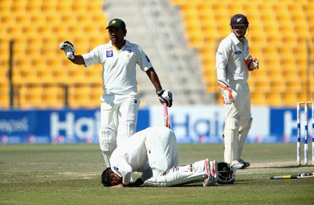 Mohammad Hafeez Doing Sajda To Thank God After Century