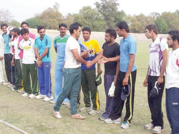 Mohammad Hafeez Helping Potential Cricketers In Sargodha