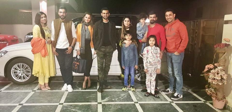 Mohammad Hafeez Invited Shoaib Malik & Mohammad Amir With Their Families