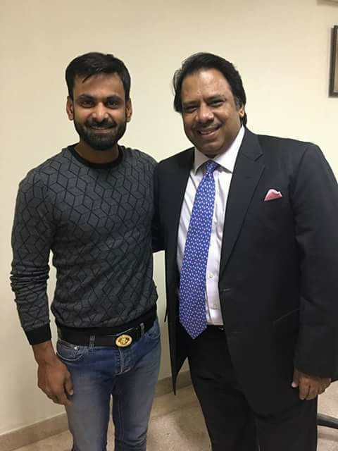 Mohammad Hafeez With His Childhood Hero Jahangir Khan