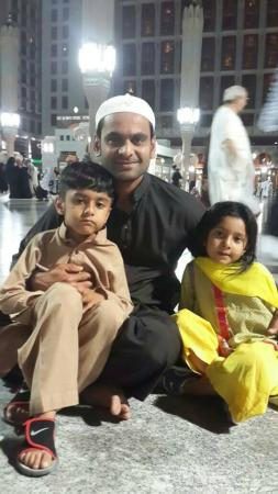 Mohammad Hafeez With His Kids On Umrah