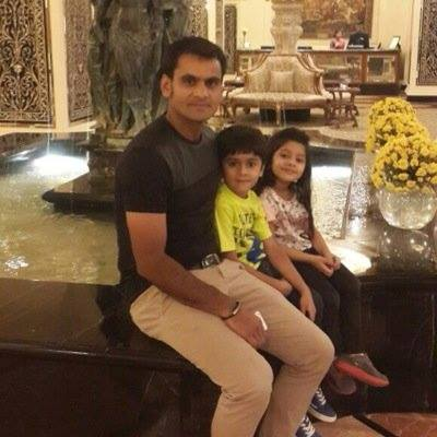 Mohammad Hafeez With Son Roshan and Daughter Eman