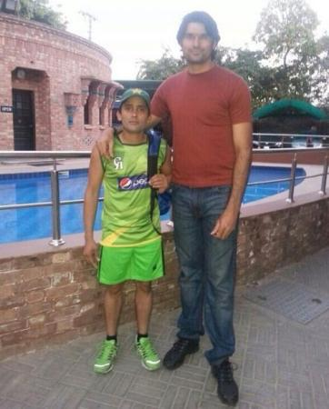Mohammad Irfan Tallest cricket Player