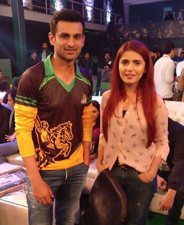 Momina Mustehsan Clicked With Shoaib Malik At PSL 3 Draft Event