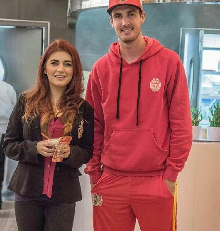 Momina Mustehsan With England Fast Bowler Steven Finn