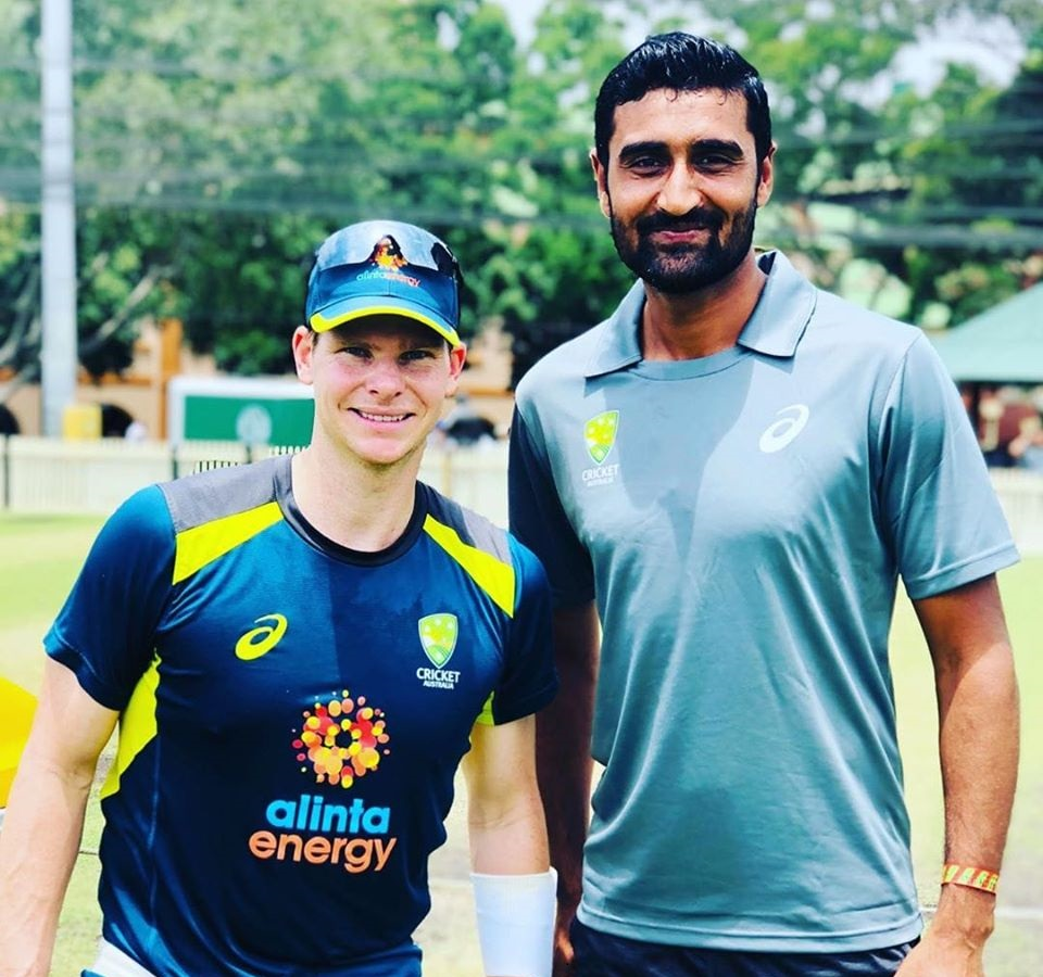 Muhammad Irfan Jr. Pictured With Steve Smith At Sydney Cricket Ground