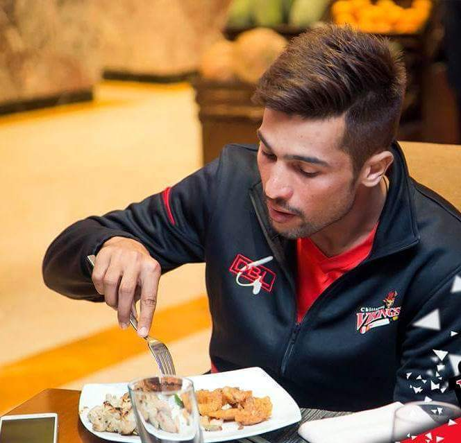 Muhammed Amir Enjoying His Lunch In Bangladesh