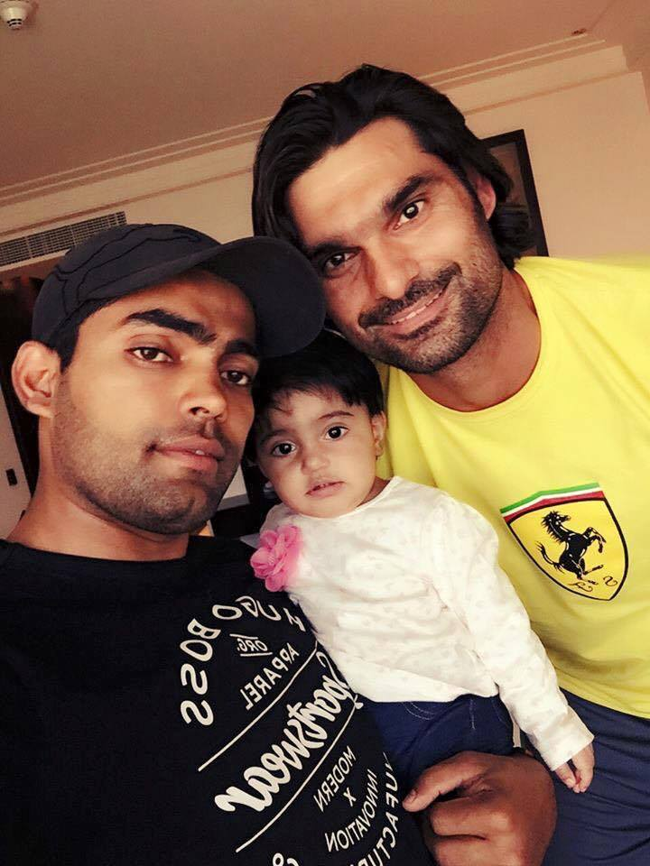 Muhammed Irfan Pctured With Umar Akmal & his Daughter