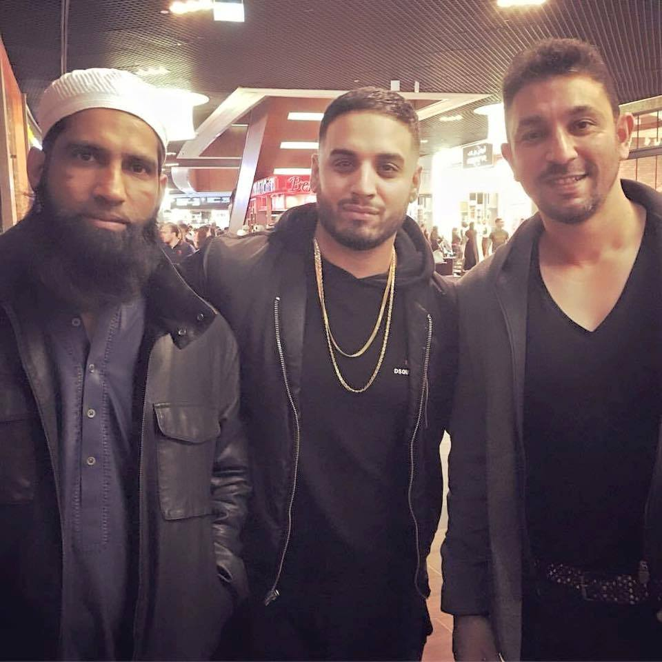 Muhammed Yousuf and Azhar Mahmood pictured with singer Imran Khan in UAE