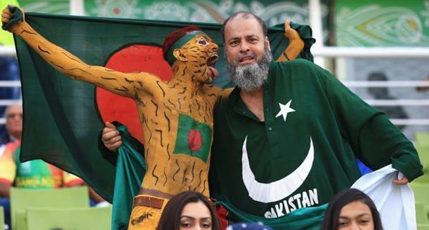 Pak Bangla Fans together in Pak-BD