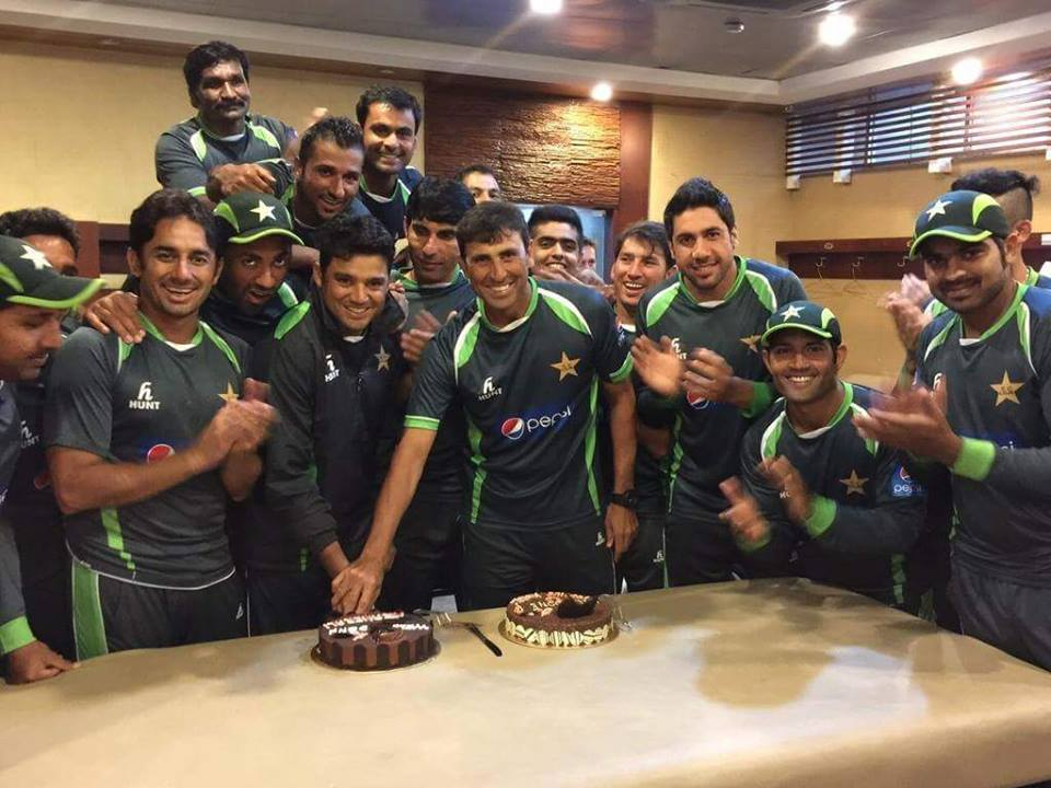 Pakistan Cricket Team Celebrate Younis And Azhar 100