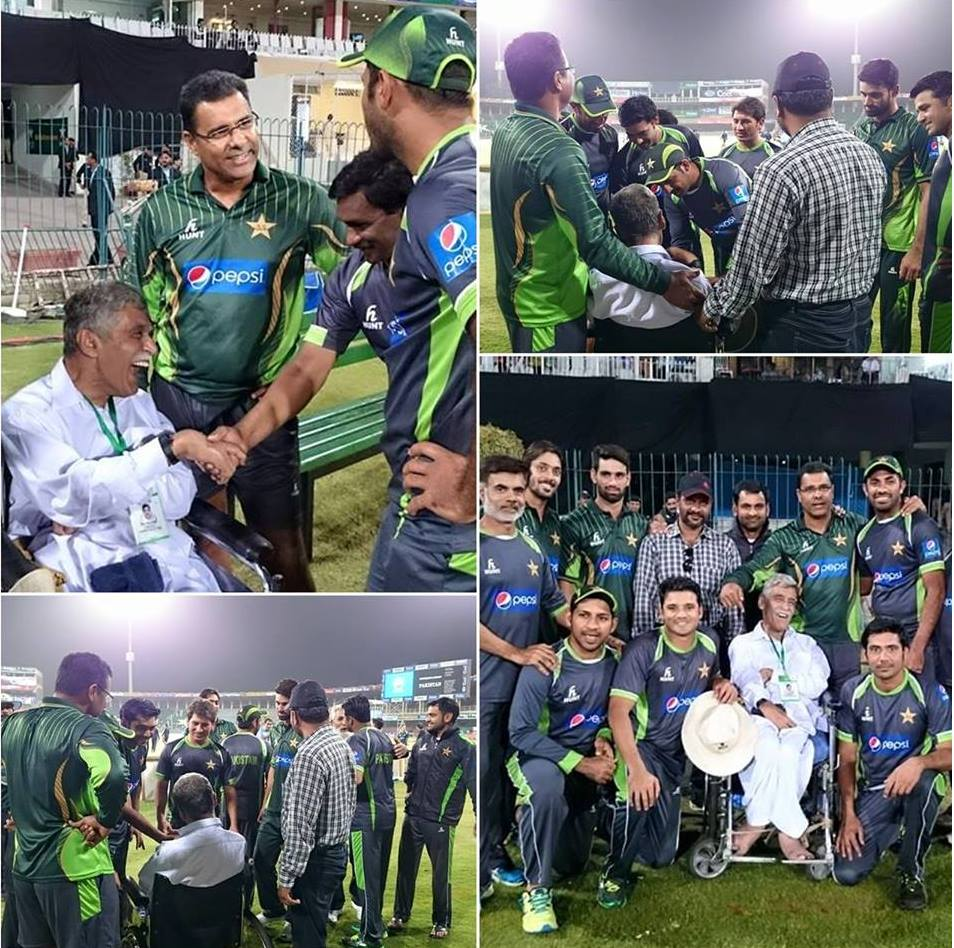 Pakistan Team Picture With Special Fan