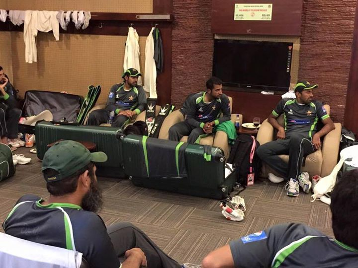 Pakistan Team Talk After Second Test Day 2
