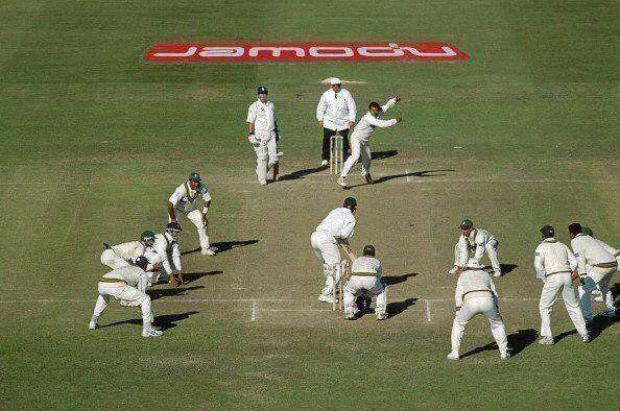 Pakistani Bowler Saqlain Mushtaq Attacking Field