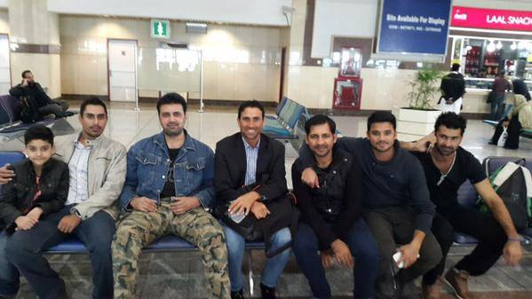 Pakistani Cricketers At Lahore Airport With Asad Malik