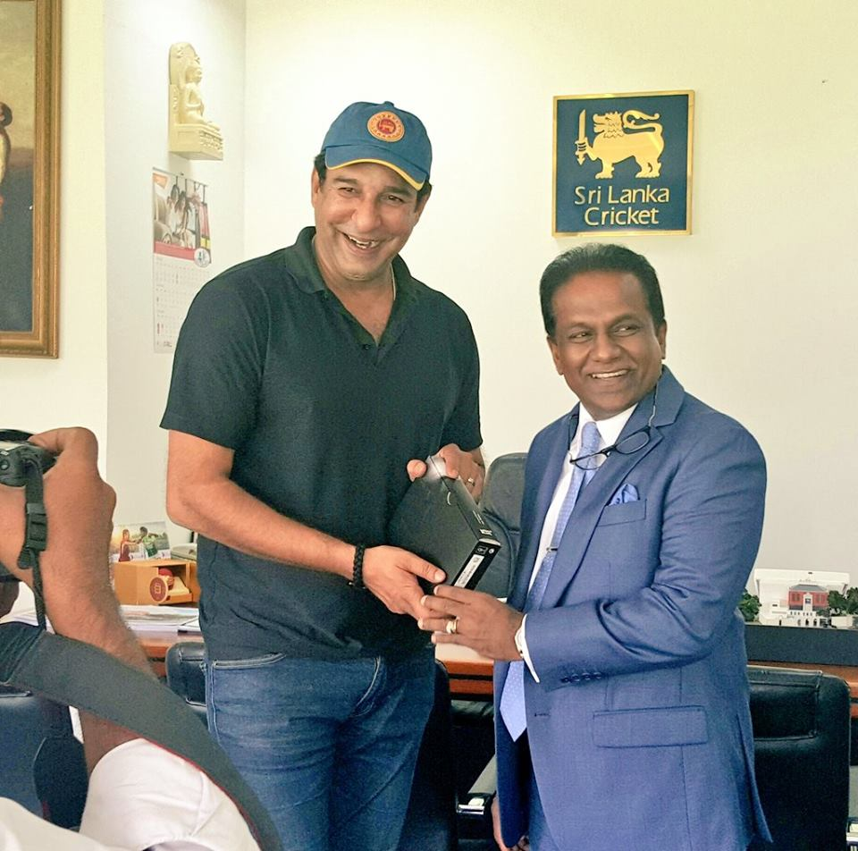 President Of Sri Lanka Cricket Presenting Token Of Appreciation To Wasim