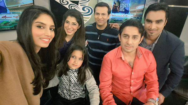 Saeed Ajmal With Daughter On The Sets Of Cricket Deewangi