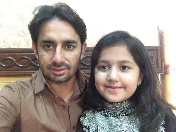 Saeed Ajmal With His Daughter On Eid Day