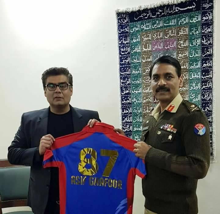 Salman Iqbal Presenting KK Jersey To DG ISPR