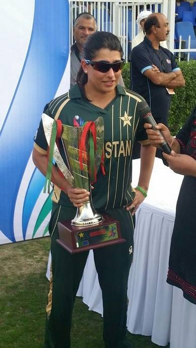 Sana Mir Captain Pakistan Women Cricket Team With Trophy
