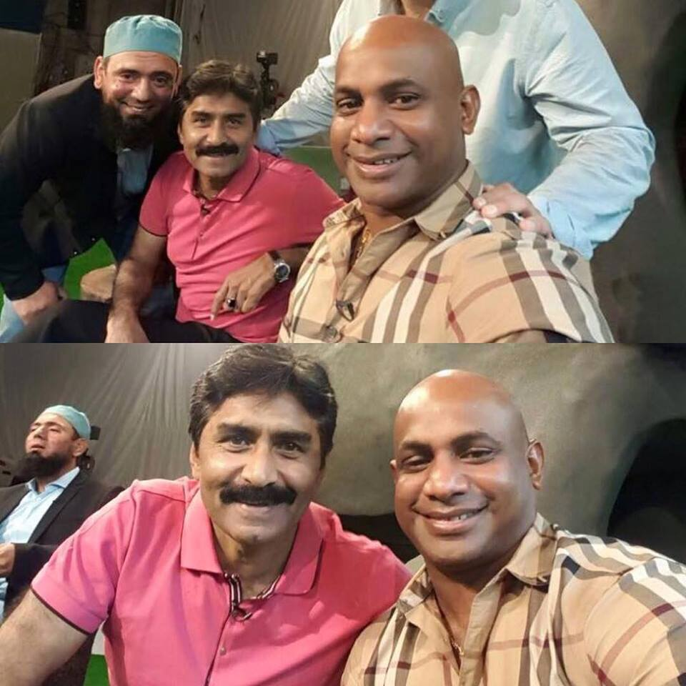 Sanath Jayasuriya Javed Miandad and Saqlain Mushtaq Selfie