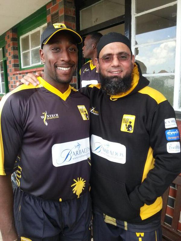 Saqlain Mushtaq Photo With Michael Alexander Carberry