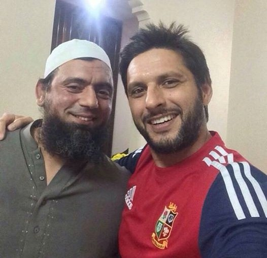 Saqlain Mushtaq With Shahid Afridi