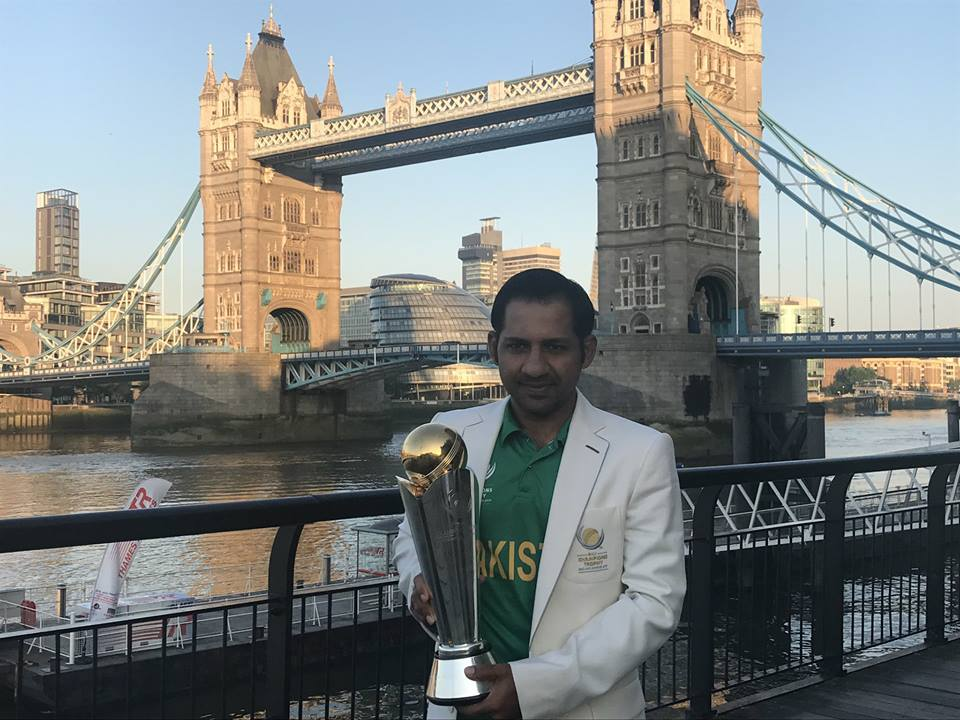 Sarfraz Ahmed With Champions Trophy At Tower Bridge