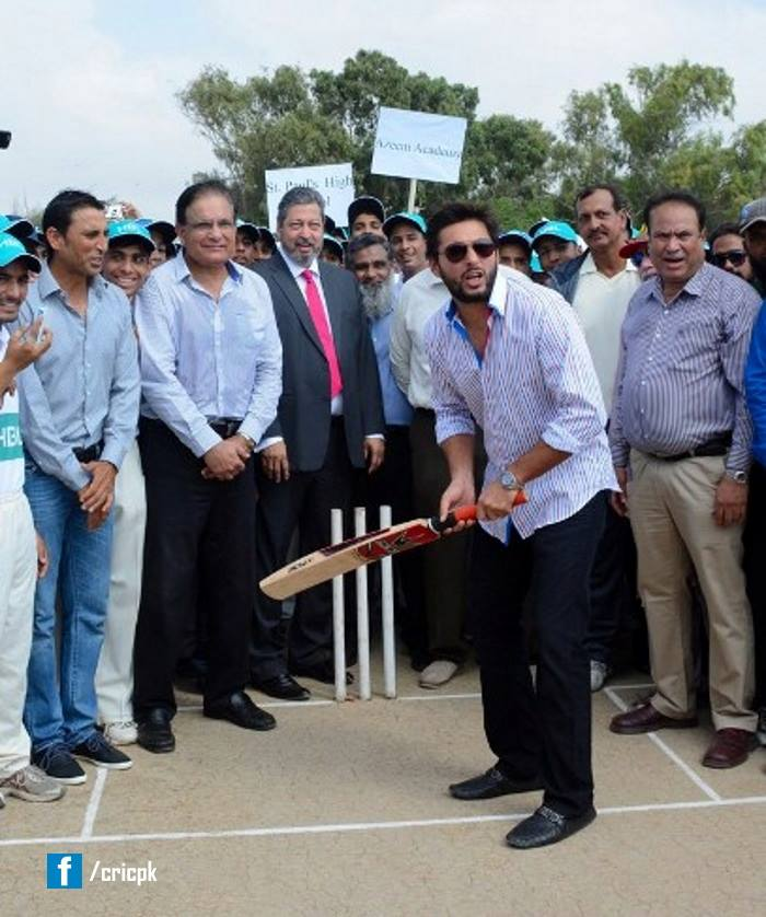 Shahid Afridi At Launch Of HBL Inter School Cricket Tournament 2014