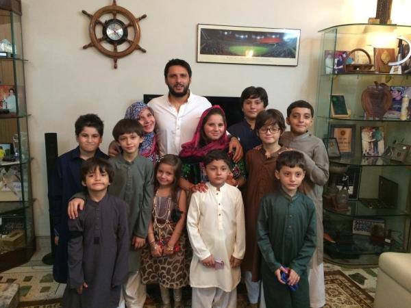 Shahid Afridi Celebrating Eid With Kids