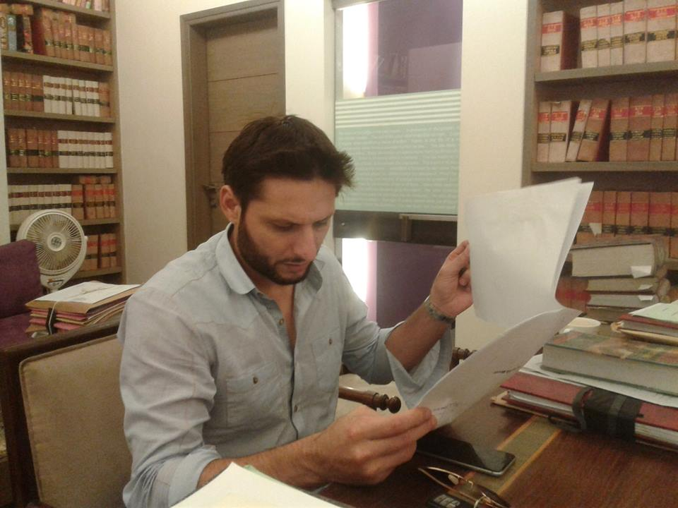 Shahid Afridi In His Lawyer
