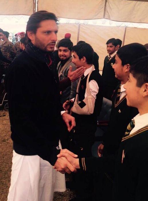 Shahid Afridi Met APS Peshawar students