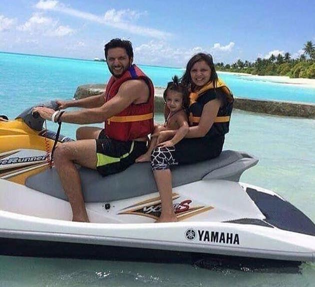 Shahid Afridi On Vacation With His Daughters