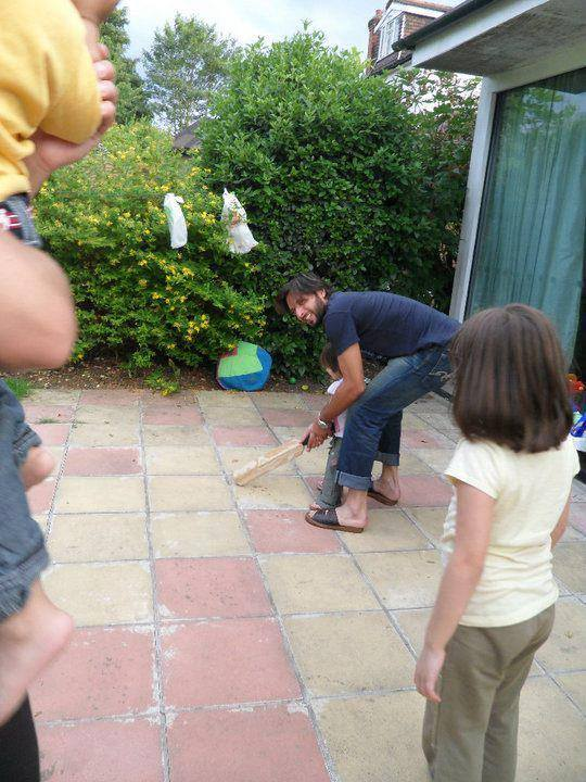 Shahid Afridi Playing Cricket With Daughters