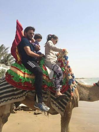 Shahid Afridi Riding Camel With Daughters